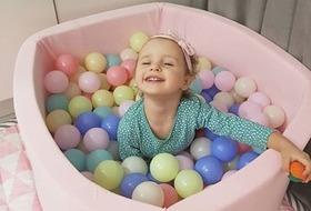 Детские сухие бассейны: веселые игры с пользой для здоровья