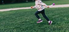 5 простых игр для семьи на свежем воздухе